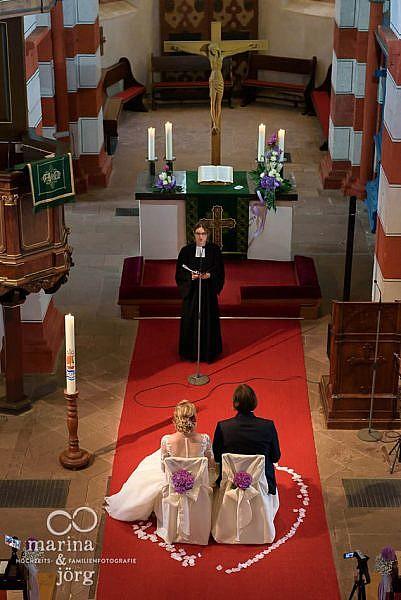 Hochzeit in der Stadtkirche Laubach bei Gießen: Hochzeitsfotos im Reportagestil