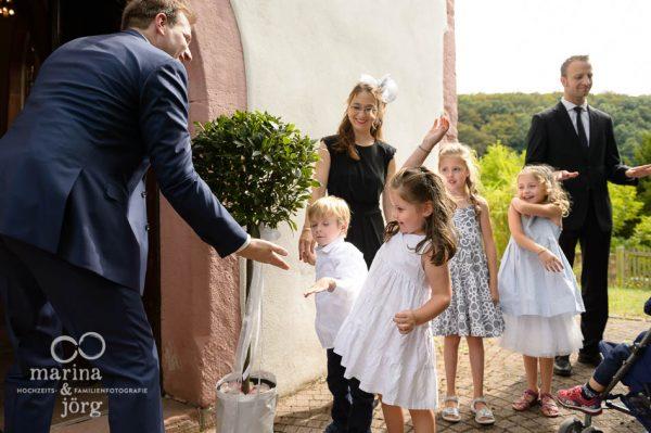 Hochzeitsreportage in Marburg: gute Laune vor der Trauung