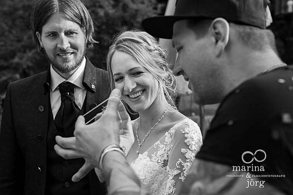 Close-Up Magier bei einer Hochzeit in Laubach - Hochzeitsreportage von den besten Fotografen für eure Hochzeit in Gießen und Umgebung