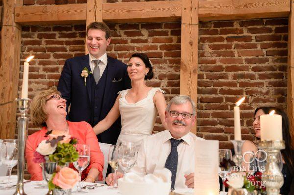 Hochzeit in der Eventscheune Dagobertshausen bei Marburg: Hochzeitsfotos im Reportagestil