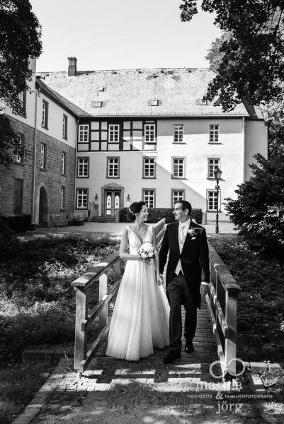 Hochzeit in der Schloss Buseck bei Gießen: Hochzeitsfotos im Reportagestil