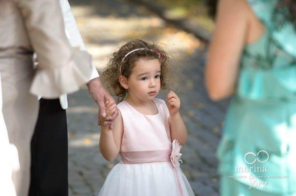 Hochzeitsfotos im Reportagestil: spielende Kinder bei einer Hochzeit in Gießen