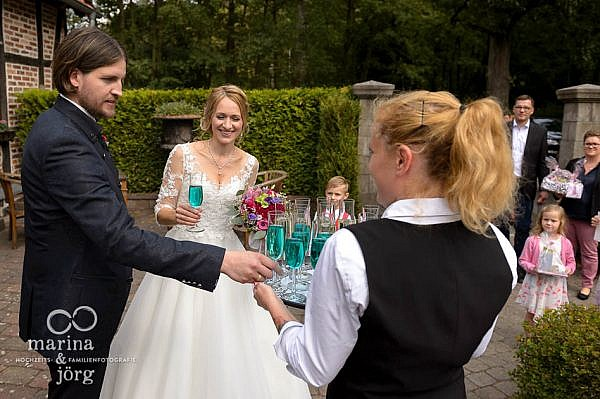 romulanisches Ale beim Sektempfang - Hochzeit im Landhotel Waldhaus in Laubach