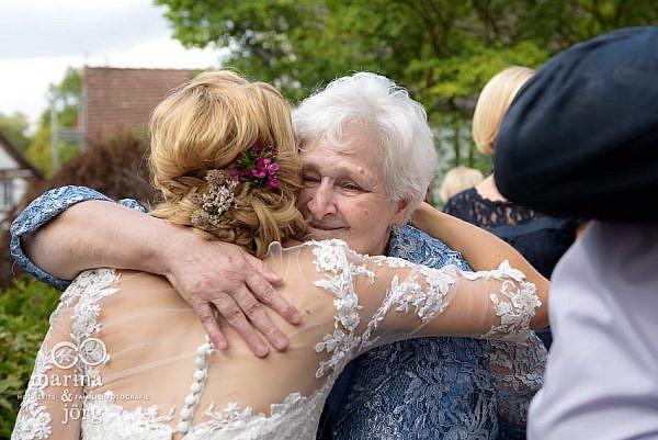 Marina und Jörg, Fotografenpaar für eure Hochzeit in Laubach: Hochzeitsfoto der Gratulation