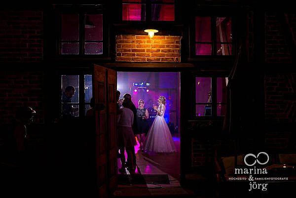 Marina und Jörg, Fotografen Laubach: Hochzeit in der Eventscheune des Landhotels Waldhaus, einer tollen Hochzeitslocation im Raum Gießen