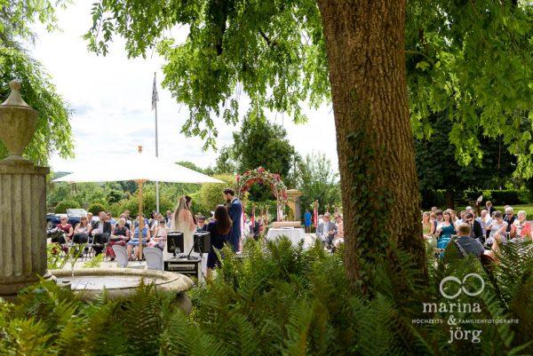Hochzeitsreportage auf Schloss Münchenwiler bei Bern - freie Trauung im Schlosshof