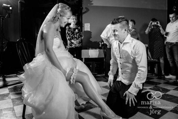 Marina und Joerg, Hochzeitsreportage in Marburg: Strumpfband