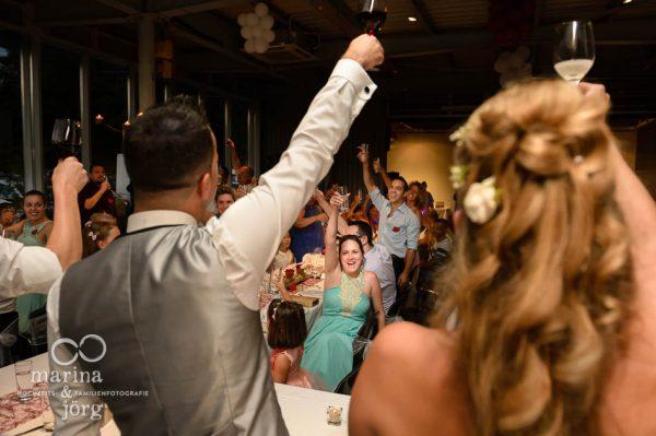 Marina und Joerg, Hochzeitsfotografen Giessen: coole Bilder mit den Emotionen der Hochzeits-Party