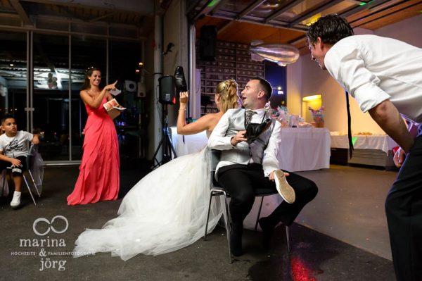 Marina und Joerg, Fotografen-Paar aus Giessen: Hochzeitsfotos im Reportagestil - Hochzeitsspiele