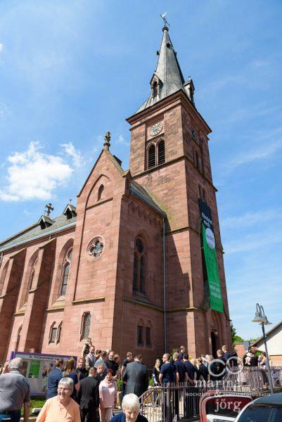 Auszug aus der Kirche Annerod nach einer Hochzeit