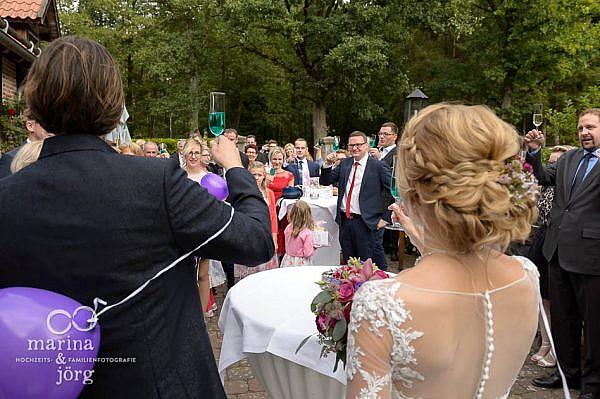 Eindrücke beim Sektempfang - Hochzeit im Landhotel Waldhaus bei Laubach (Eventscheune Blauer Löwe)
