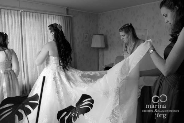 Hochzeitsfotograf Marburg: Hochzeitsreportage in Bern - Getting-Ready der Braut