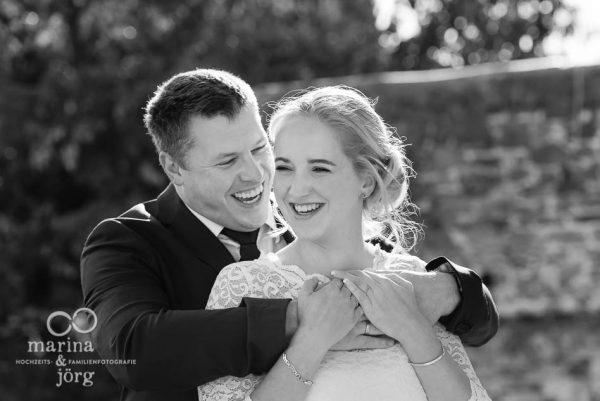 Als Hochzeits-Fotograf in Rockenberg unterwegs - entspannte Paarfotos nach einer Hochzeit im Standesamt der Burg Rockenberg