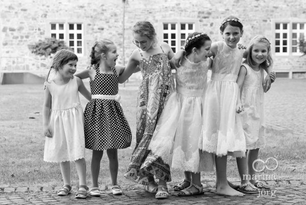 Gruppenfoto der Kinder bei einer ganztägigen Hochzeitsreportage in Butzbach