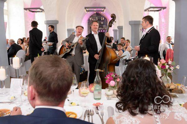 Hochzeitsfotografen Butzbach: Hochzeitsfeier im Schloss Butzbach - geniale Hochzeitsband