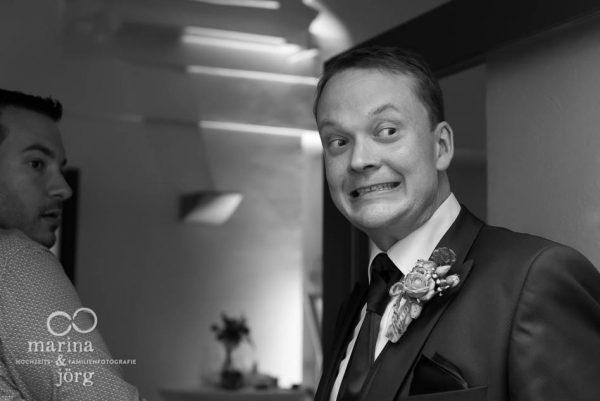 Hochzeitsfotograf Butzbach - leichte Anspannung vor dem Hochzeitstanz