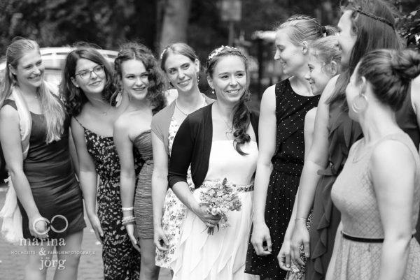 Marina und Joerg, Hochzeitsfotografen Giessen: Gruppenbild mit der Braut
