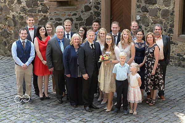 Gruppenfoto bei einer Hochzeitsreportage auf Burg Staufenberg bei Gießen