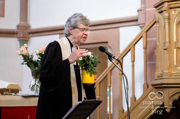 Pfarrer bei einer Hochzeit in Gießen