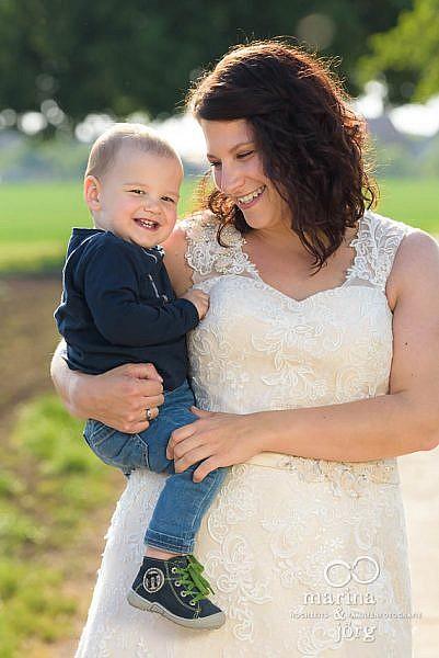 Hochzeitsfotograf Gießen - ein entspanntes Paarshooting nach der Hochzeit - ideal für kleine Kinder