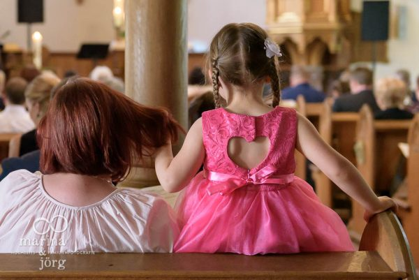 Hochzeitsreportage in Gießen - Kind beim Traugottesdienst