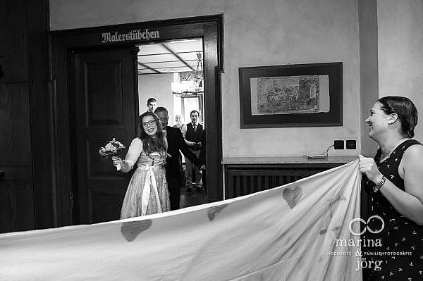 Hochzeitsreportage bei einer Hochzeit im Malerstübchen der Burg Staufenberg bei Gießen - Standesamt