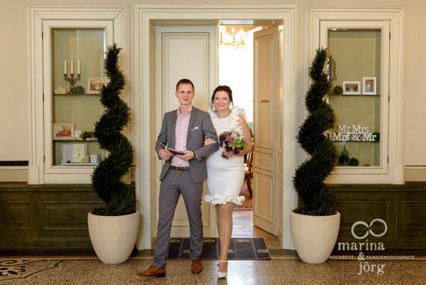 Brautpaar nach der standesamtlichen Trauung in der Villa Leutert in Gießen