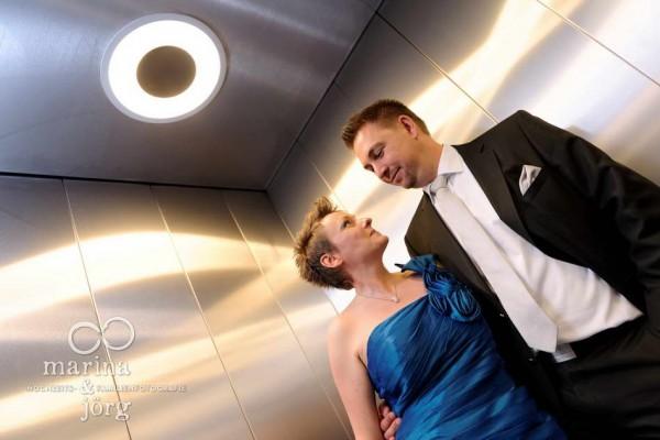 Hochzeitsfotos in Giessen: Paarfoto im Fahrstuhl