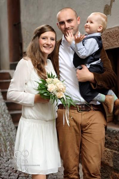 Hochzeitsfotos in Marburg: Familienfoto nach der standesamtlichen Trauung