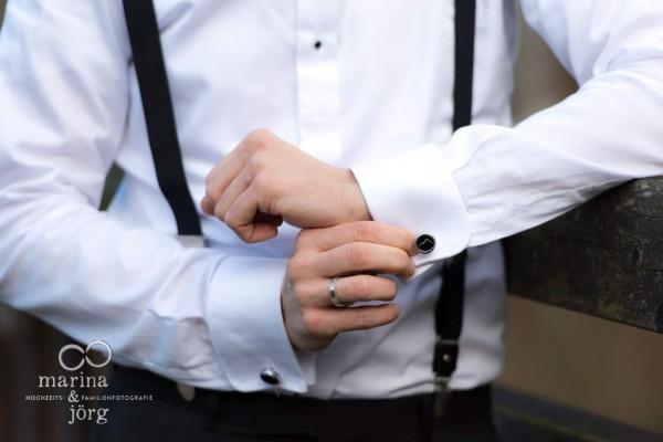 Hochzeitsfotografen Gießen: besondere Manschettenknöpfe für Bergliebhaber