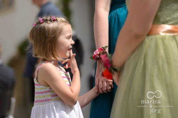 Hochzeitsfotograf Gießen: Blumenkind bei einer Hochzeit