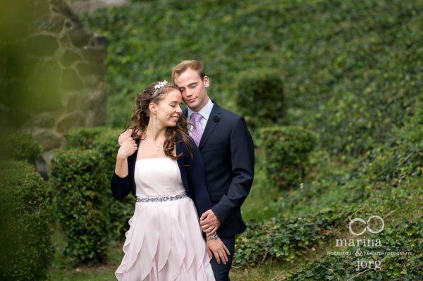 Marina und Joerg, Hochzeitsfotografen Giessen: romantisches Hochzeitsfoto auf Burg Gleiberg bei Giessen