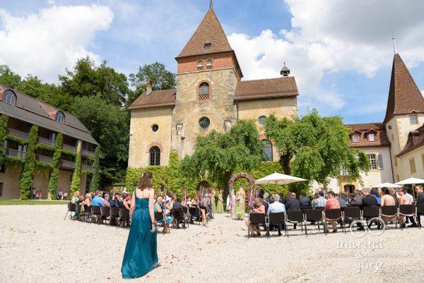 Freie Trauung auf Schloss Münchenwiler bei Bern - Fotografen-Paar Marina und Jörg aus Gießen