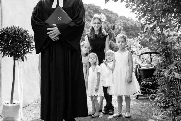 Marina und Joerg, Fotografen aus Giessen: wartende Kinder vor einer Hochzeit in Marburg