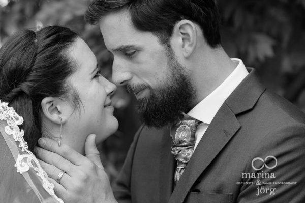 Hochzeitsfotograf Gießen: romantische Paarfotos bei einer Hochzeit auf Schloss Münchenwiler bei Bern