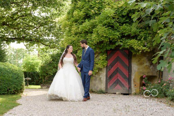 Hochzeitsfotograf Gießen: Paarfoto bei einer Hochzeit auf Schloss Münchenwiler bei Bern