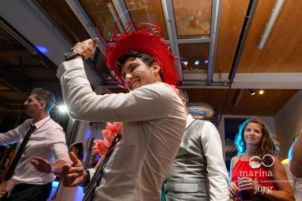 Marina und Joerg, Hochzeitsfotografen Giessen: Partystimmung am Abend der Hochzeitsfeier