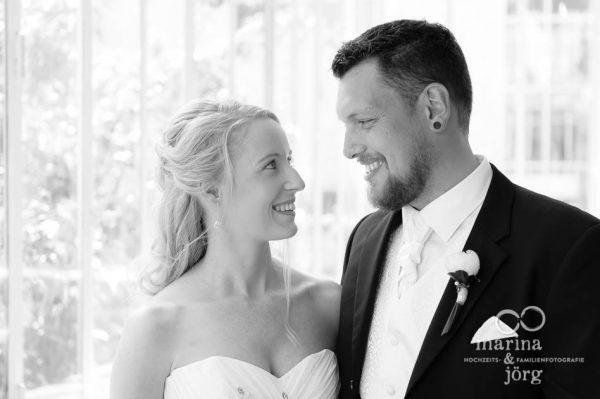 Hochzeitsfotografen Gießen: Paarportrait vor einer Hochzeit im Standesamt Villa Leutert in Gießen