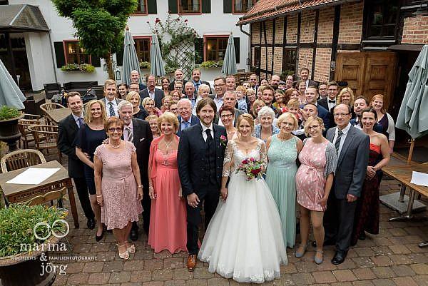 Hochzeitsfotograf Laubach: Gruppenfoto der Hochzeitsgesellschaft - Ein Muss bei jeder Hochzeitsreportage