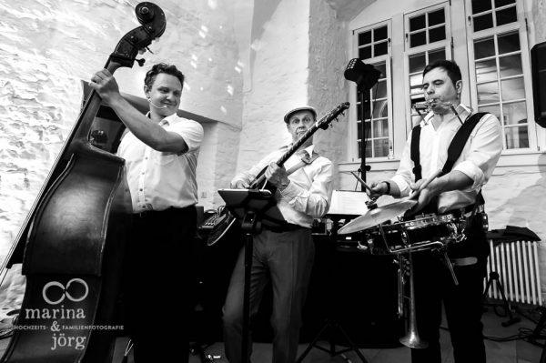 Geile Stimmung dank genialer Live-Hochzeitsband bei einer Hochzeit in Butzbach (Schloss Butzbach)