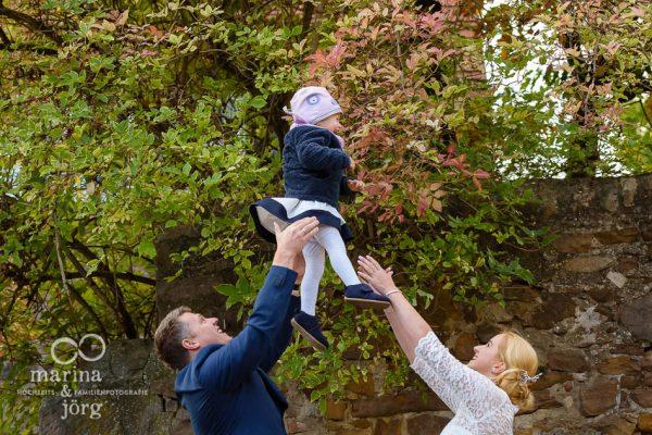 Hochzeitsfotografen Marina & Jörg aus Gladenbach: Ein Paar-Fotoshooting ist mit Kindern immer ein ganz besonderer Spaß