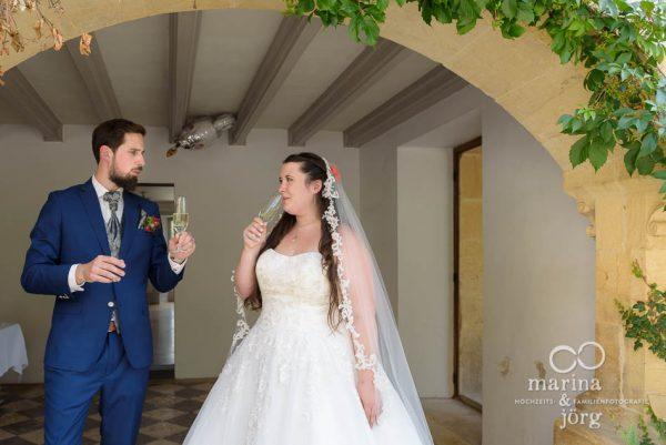 Apero nach der freien Trauung im Schloss Münchenwiler bei Bern - Hochzeitsfotografen Gießen