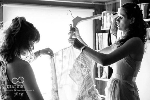 Marina und Joerg, Hochzeitsfotografen-Paar aus Giessen: Hochzeitsreportage in Bern - Brautjungfern beim Getting-Ready