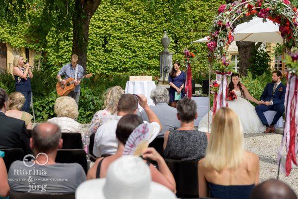 Als Hochzeitsfotograf aus Gießen bei einer freien Trauung auf Schloss Münchenwiler bei Bern - Hochzeitsreportage
