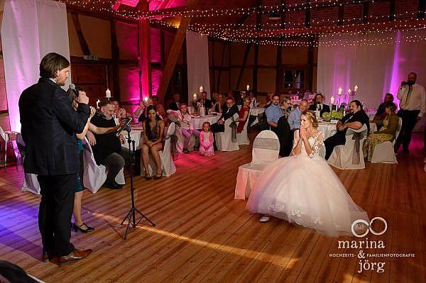 Hochzeitsfeier im Landhotel Waldhaus (Eventscheune): Überraschung des Bräutigams - Hochzeitsfotografen für Laubach