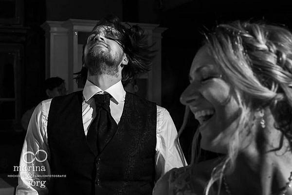 Als Fotografen mittendrin in der Hochzeitsparty - Hochzeitsreportage in Laubach (Landhotel Waldhaus) - Hochzeitsfotografen Marina & Jörg