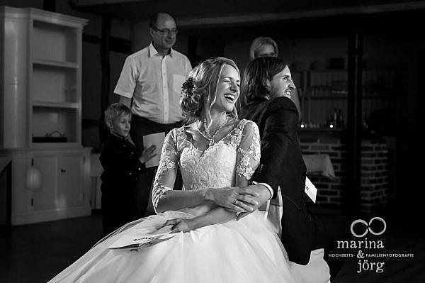 Hochzeitsreportage im Landhotel Waldhaus in Laubach - lebendige Hochzeitsfotos