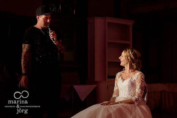 Magie-Show mit dem Brautpaar bei einer Hochzeit in Laubach - Hochzeitsfotografen für Gießen und Umgebung