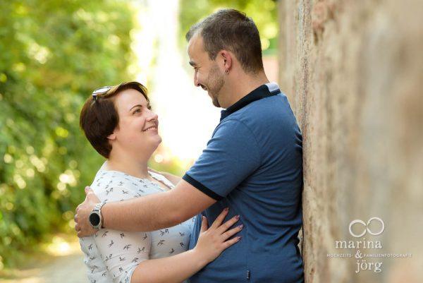 Hochzeitsfotografen für Marburg: Paar-Fotoshooting vor der Hochzeit zum Kennenlernen mit den Fotografen