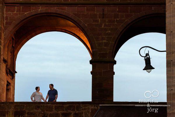 Marina & Jörg ∞ Hochzeitsfotografen für Marburg: entspanntes Paarshooting im Marburger Schloss